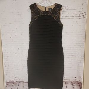 Adrianna Papell Tiered Fitted Evening dress #365